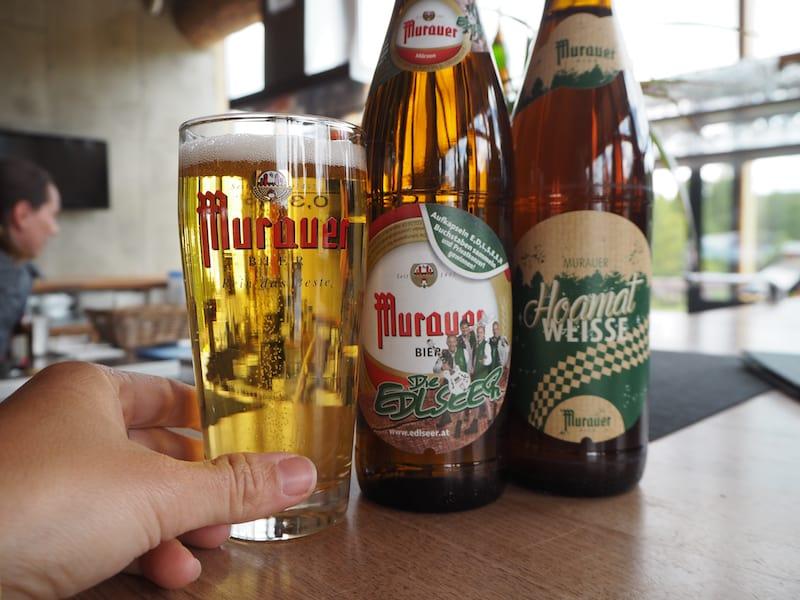 Wichtig: Bei einem Gläschen regionalen Bier diskutiert es sich besser, wie beispielsweise hier in der ...