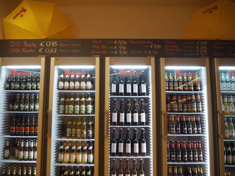 ... besteht bereits seit vielen hundert Jahren und bietet heute eine sehr große Palette an traditionellen und Traft-Bieren an ...