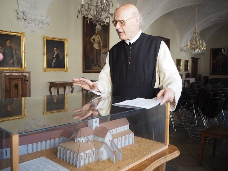 """Die Mönche des Stiftes sind übrigens auch immer wieder """"zu sehen"""", und stehen uns gerne für Führungen bzw. kurze Gespräche zum klösterlichen Alltag sowie der Geschichte des Stiftes (mehr als 800 Jahre!) zur Verfügung."""