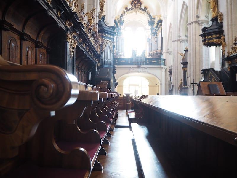 ... seine gewaltige Stiftskirche ...