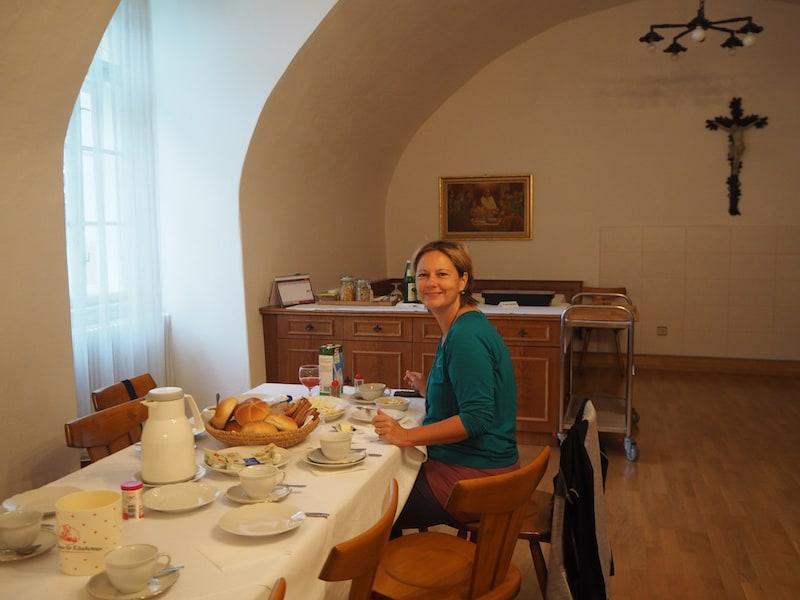 ... die Zimmer sind einfach und gemütlich, das Frühstück ebenso ...