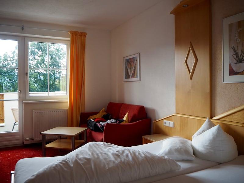 ... direkt vor dem Gästezimmer mit Balkon, sodass nachts noch die Frische der Natur für guten Schlaf sorgen kann ..