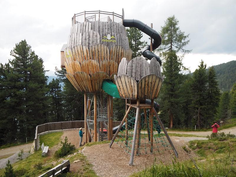 ... begleitet uns bis in den Pitztaler Zirbenpark, ein eigens angelegter (Spiel)Park mit vielen Rätsel- und Erlebnisstationen ...