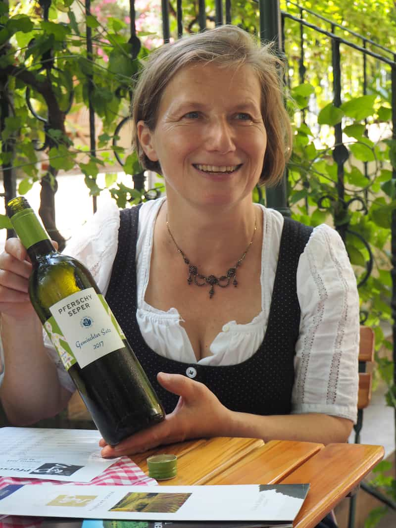 """""""Meet the Winzer"""": Mit Frau Pferschy-Seper vom gleichnamigen Weingut im Gespräch ..."""