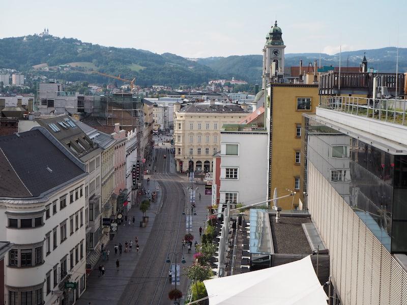 ... genießen wir auch Ausblicke auf die Stadt, die sonst nicht zugänglich wären ...