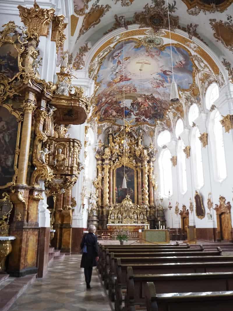 ... sowie diese einzigartige Kirche bestaunen: