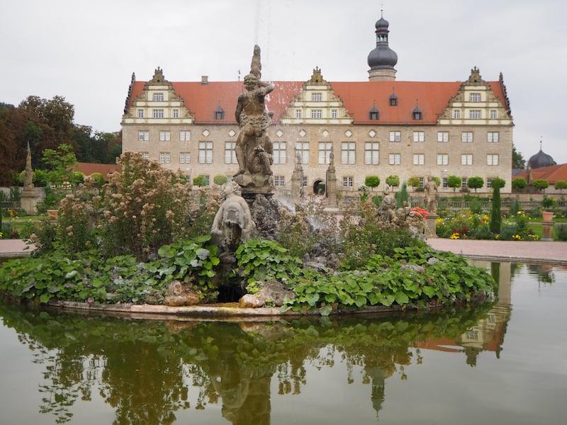 Etwas weiter entlang des Taubertales erwarten Euch Kleinode wie das Schloss Weikersheim ...