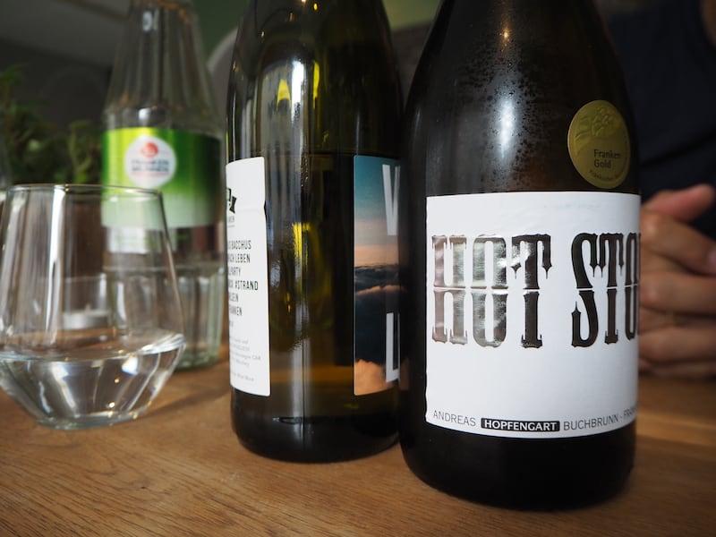 ... fachsimpeln wir bei der Weinverkostung typischer Lagen- und Sortenweine aus der Umgebung von Würzburg