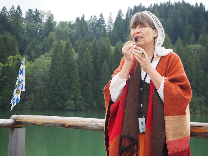 """... nimmt uns die historische """"Galionsfigur"""" Anna Gerberin mit auf eine Zeitreise der besonderen Art:"""