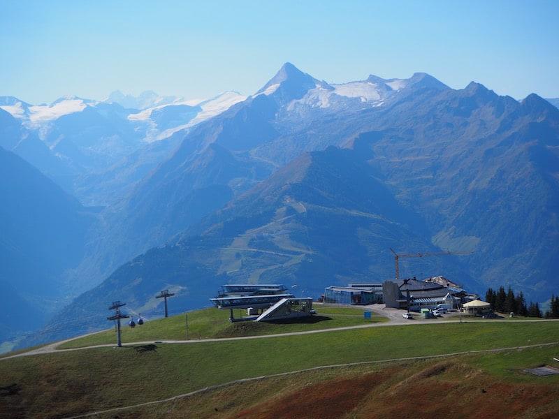 ... locken Fernsichten wie diese, Kitzsteinhorn und Großglockner inklusive, selbst Wandermuffel auf den Berg ...