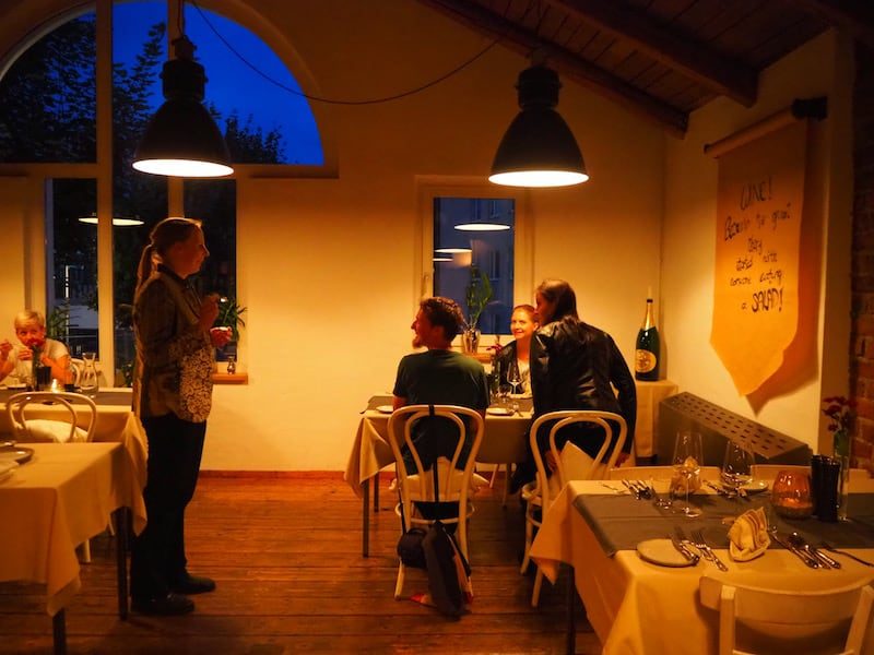 """Tipp: Gleich gegenüber liegt das gemütliche Restaurant """"Kraftwerk"""" mit einer tollen Weinkarte ..."""