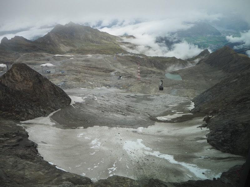 ... der Blick auf den nackten Gletscher spektakulär ...
