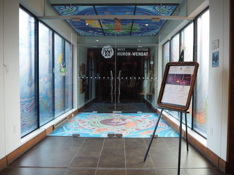 ... welcher direkt an das zusammengehörende Kulturmuseum der Huron-Wendat-Ureinwohner von Québec anschließt ...
