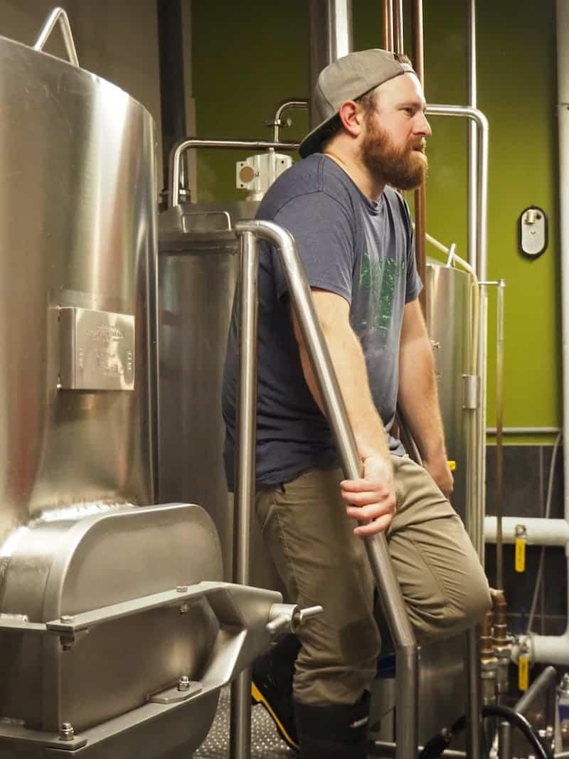 """... der junge Bierbrauer, welcher direkt hinter dem Lokalbereich arbeitet, unterhält uns zudem mit sämtlichen Biergeschichten rund um das """"Noble Pig Brewhouse"""" ..."""