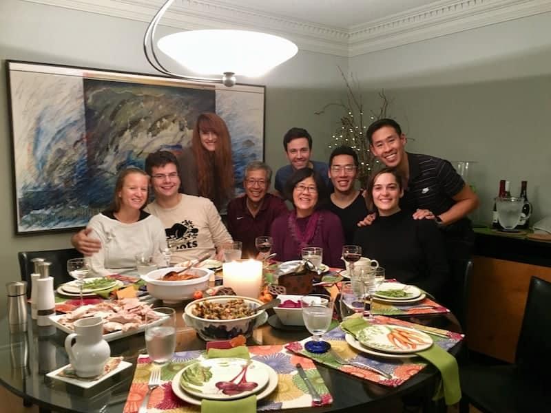 ... bei der ersten offiziellen, familiären Ankündigung, wie hier beim Thanksgiving-Dinner im Haus von Linda & Gord Hoy ...
