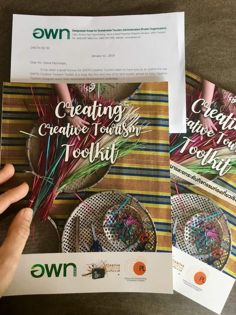 """Freude über den Erhalt der ersten, gedruckten Ausgabe des """"Creative Tourism Toolkit"""" ..."""