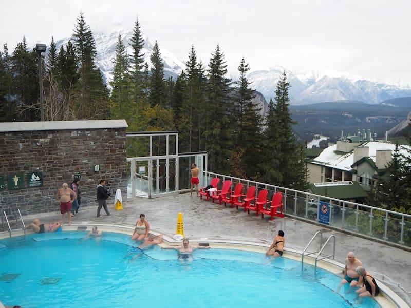 """... die """"herzerwärmenden"""" Banff Upper Hot Springs, die sich echt immer lohnen."""