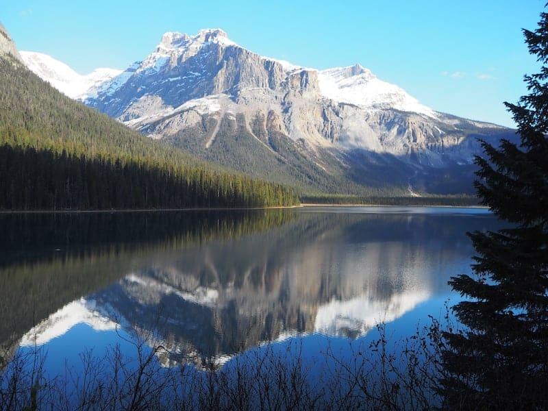 """... und dann sowas: Blick über den Smaragdsee """"Emerald Lake"""" am nächsten Morgen."""