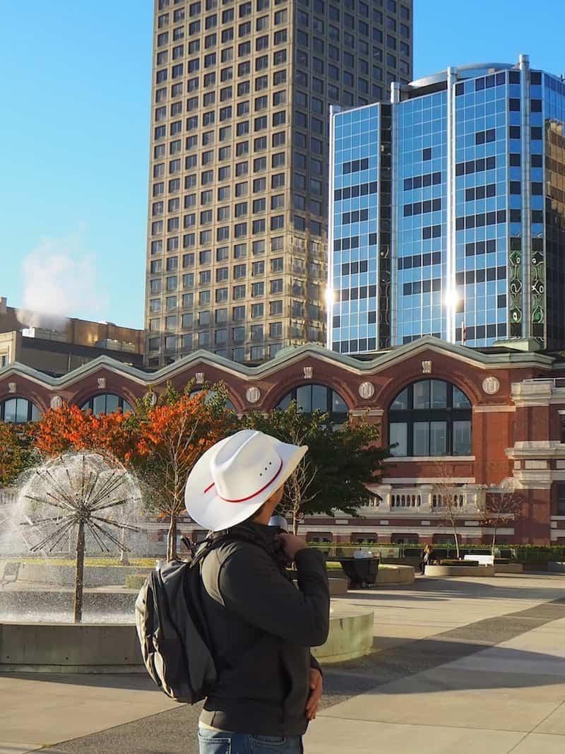 ... und sind wir, eh wir's uns versehen, mitten in Vancouver angelangt : An der Pacific Railway Station mitten in der Stadt.