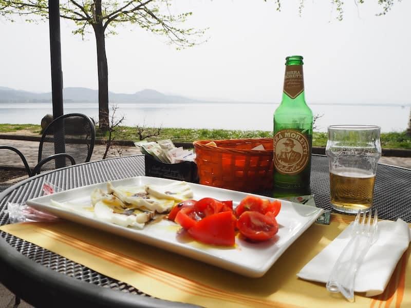 Hier, am Lago Trasimeno in der Provinz Umbrien, habe ich dann fleißig für ein paar Tage Auszeit in einer Ferienwohnung am Land, an meinem eBook weitergearbeitet.
