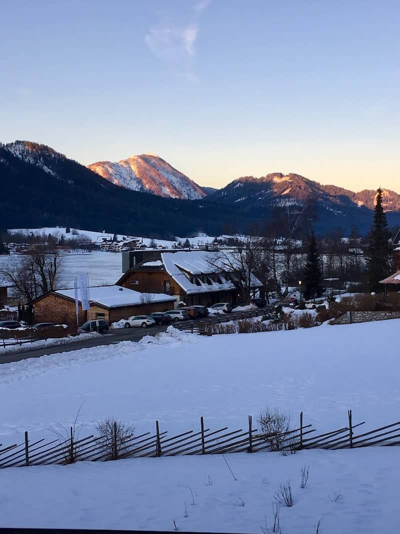 Aufwachen bei -6C auf 1.000 Meter Seehöhe und dem Blick aus dem wohlig warmen Hotelzimmer ...