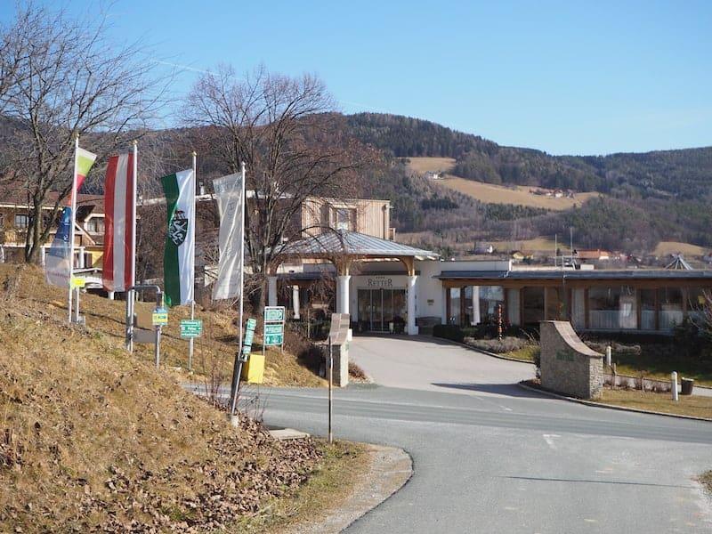 Das Hotel Retter liegt eingebettet in die sanfte Hügellandschaft der Oststeiermark, nahe Hartberg und Graz ...