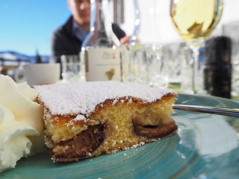 """Nach so viel Input brauchen wir erst mal eine Stärkung : Kuchengenuss auf der Winterterrasse des Restaurant - Café """"das loewenzahn"""" (sehr empfehlenswert!) ..."""