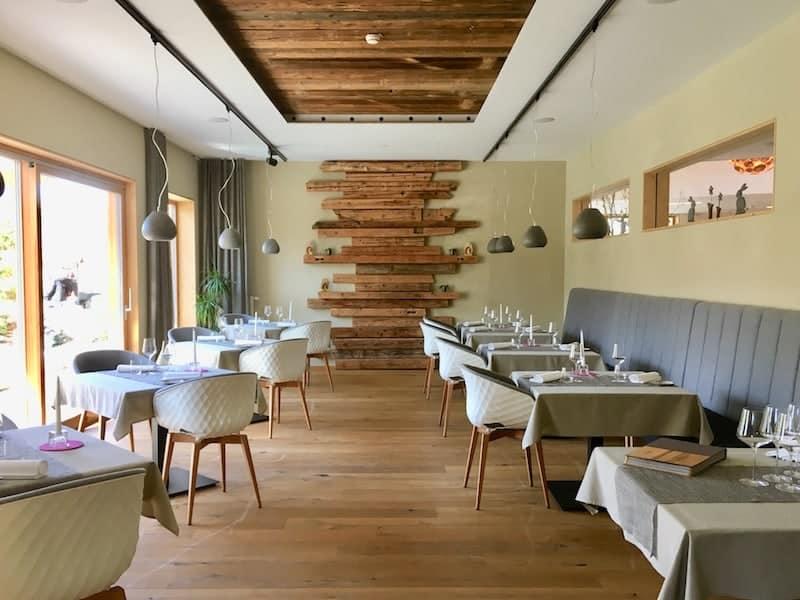 Blick ins Restaurant Gaumenkitzel: Hier wird ganz bewusst für maximal 14 Gäste aufgetischt ...