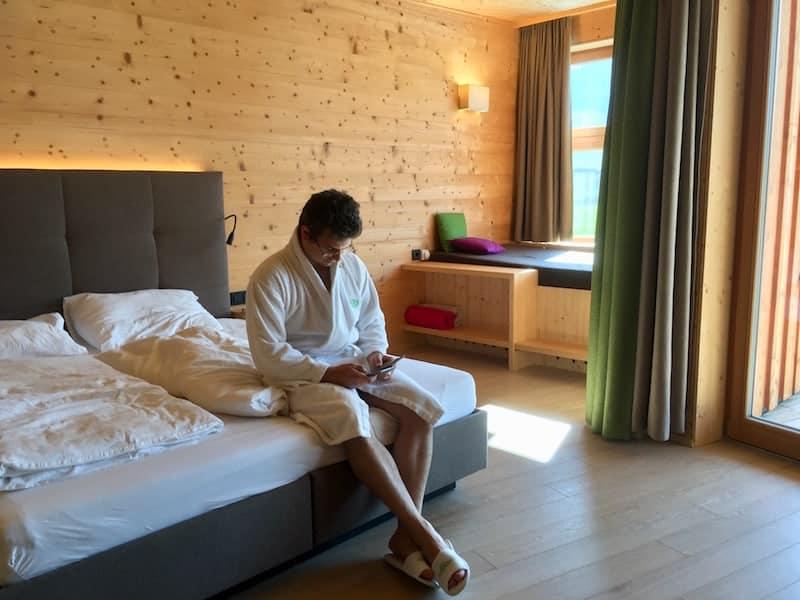 """Die Zimmer im """"Holzbach"""" Hotel: Hell, groß, gemütlich ..."""