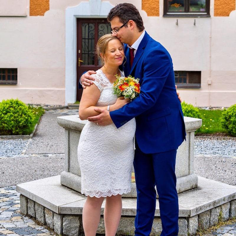 Im Hochzeits(umstands)kleid mit meinem Liebsten Georg an meiner Seite: Auch das eine wohl einzigartige Lebenserfahrung!