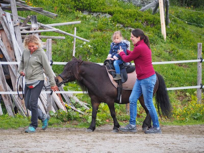 ... Ponies reiten ...