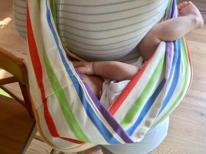 """Stichwort Trageberatung: Unsere Tragetücher von der österreichischen Marke """"Babytuch"""" nehmen wir auf alle Fälle mit ..."""