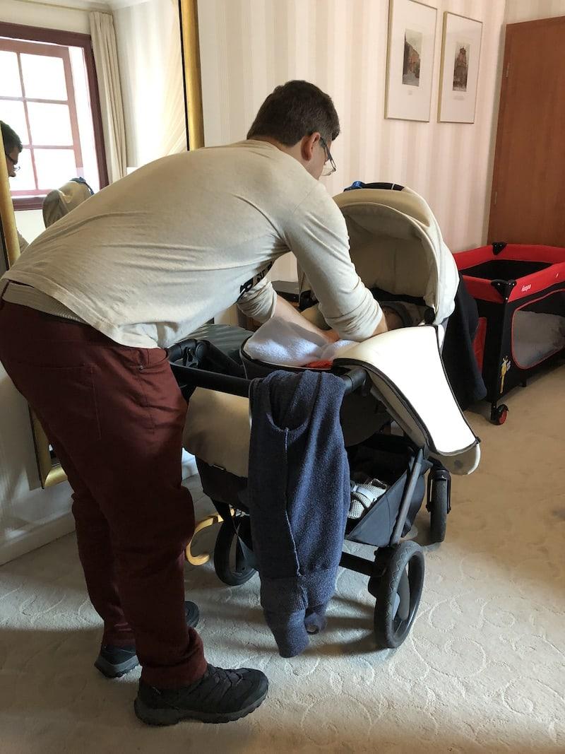 ... dort angekommen, erwarten uns schon fertig vorbereitetes Babybettchen ...