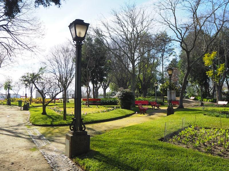 ... der netten kleinen Parkanlagen der Stadt ...