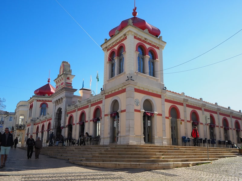 Wahrzeichen der Stadt Loulé: Der historische Markt im maurischen Stil mitten im Herzen der Altstadt von Loulé.