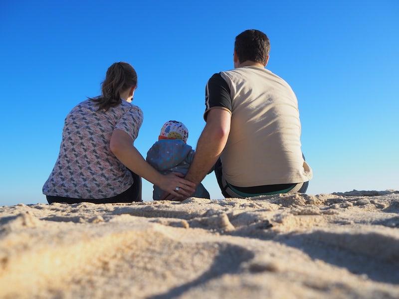 Familienfoto am Strand: Herrlich, die Ruhe und Schönheit der dem Städtchen Tavira vorgelagerten Insel (dazu gleich mehr).