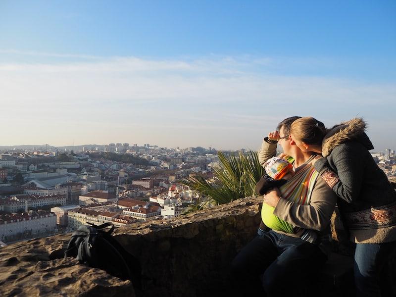 Reisefamilie in Lissabon: Blick vom Castelo Sao Jorge.