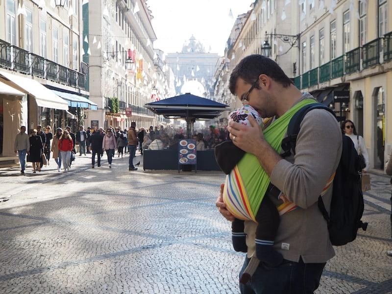 ... spazieren weiter bis zur berühmten Praça do Comércio, am Flussufer des Tejo an dem es bereits nach Meer riecht (endlich Meer!) ...