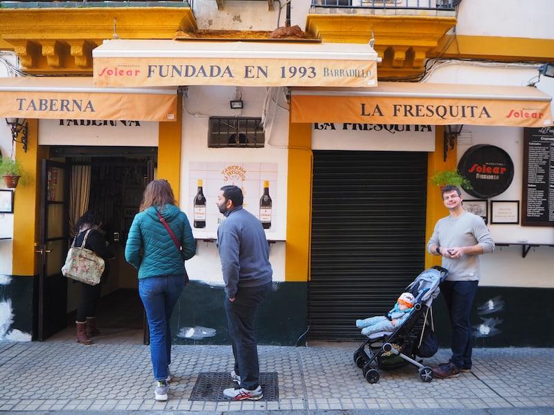 ... genießen wir, was unsere liebenswürdige Stadtführerin Maria zu bieten hat, und lernen beim Schmausen mehr über die Geschichte mit Geschichten Sevillas ...