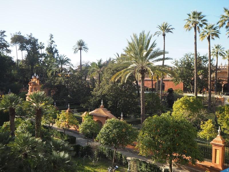 ... der großzügig angelegten Gärten ...