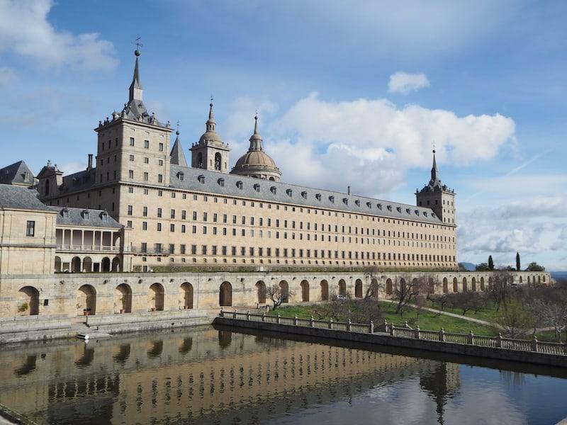 Nahe an Madrid und den Tagesausflug wert: El Real Monasterio y Palacio de San Lorenzo de El Escorial ...