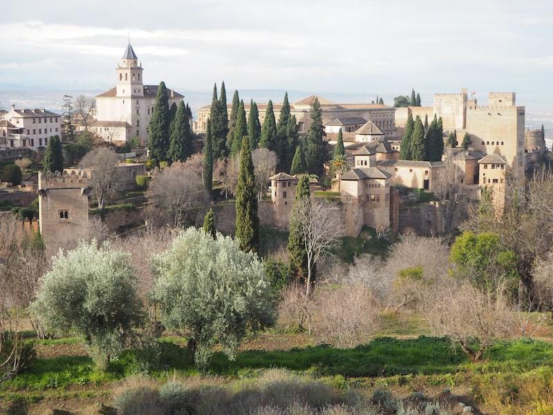 Blick auf die für mich immense Faszination ausübende Alhambra im Morgengrauen ...