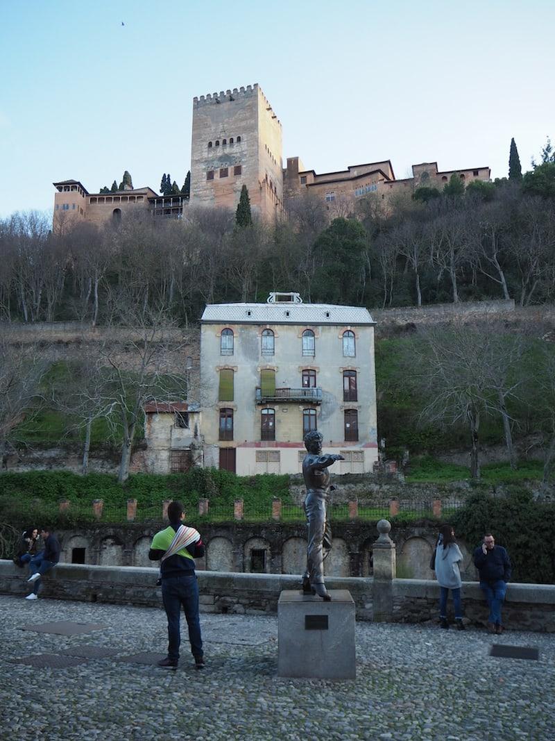 ... und schließlich enden wir vor der Frage: Wem gehört dieses verlassene Haus direkt unterhalb des Alhambra-Palastes?!
