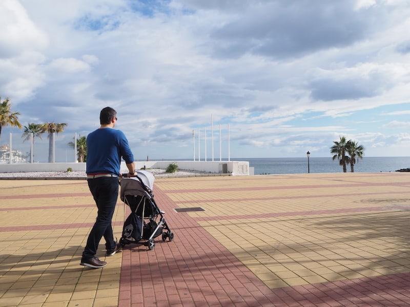 """... und ausgedehnte Strandspaziergänge, hier nahe des Puerto Banús, des """"Schickimicki""""-Yachthafens von Marbella."""