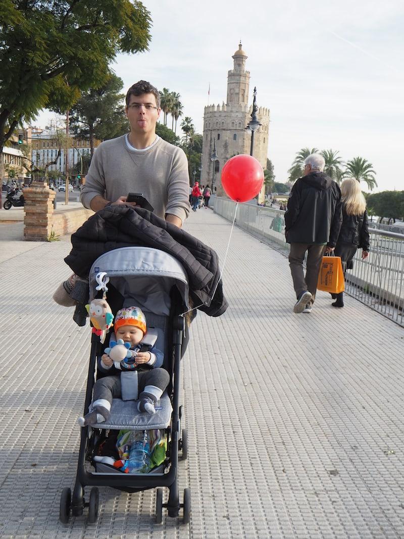 ... wie hier schön ersichtlich beim Spaziergang in Sevilla (hach, waren das noch Zeiten ..!).