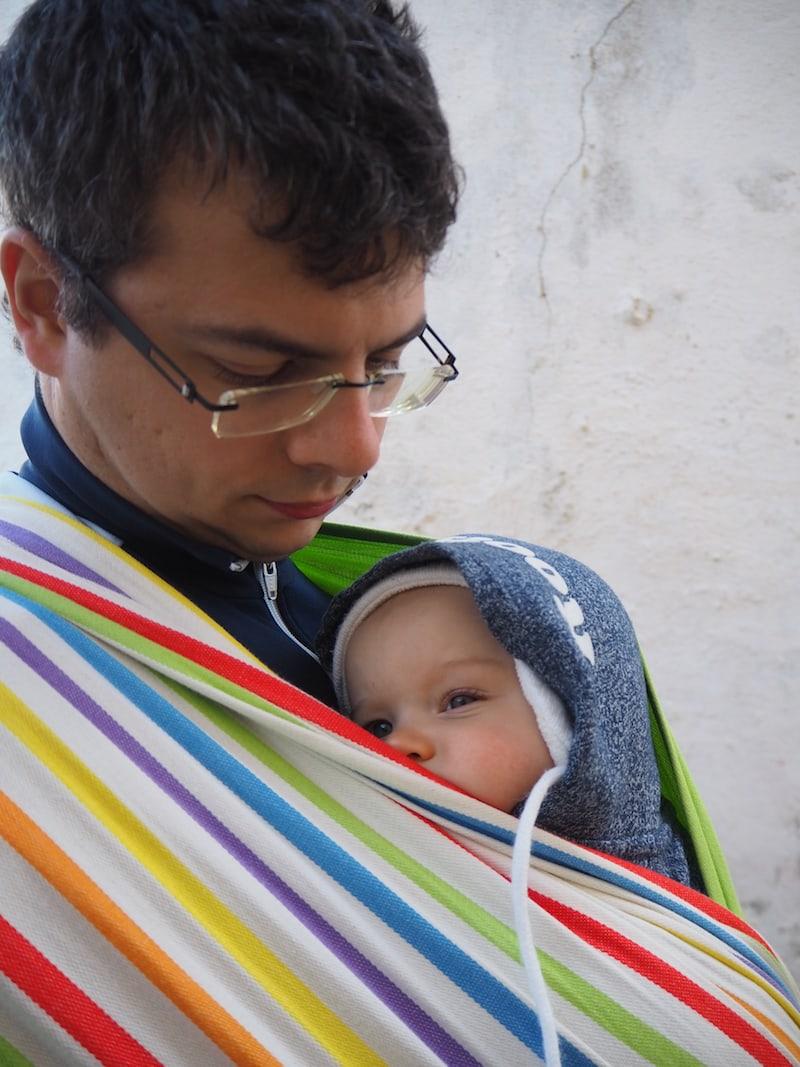So ein Babyleben ist schon hart: Wenn ich von der Welt genug gesehen habe, mache ich einfach meine Äuglein zu ...
