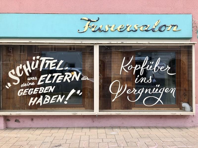 ... finde ich im Grazer Lendviertel immer wieder echte Hingucker, wie zum Beispiel dieser Friseursalon ...