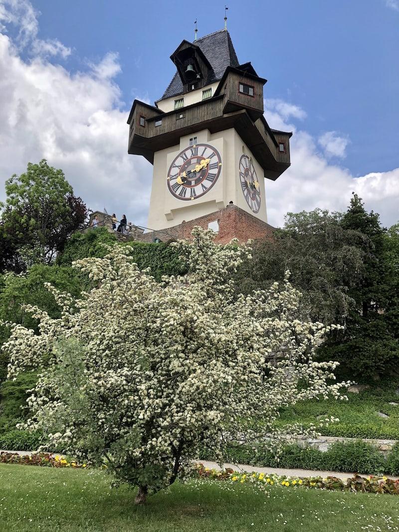... dazu passend rückt der berühmte Grazer Uhrturm ins nahe Blickfeld ...