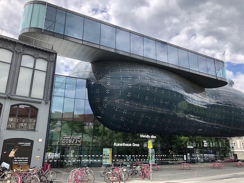 """Bleibt nur noch am Ende meines Rundgangs, Euch ein Bild vom """"Friendly Alien"""" zu zeigen, dem extravaganten Kunsthaus Graz. Die Ausstellungen lohnen definitiv den Besuch!"""