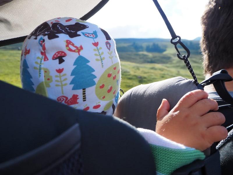 ... unser Liam entspannt am besten von hier aus, so ein Kinderrucksack ist schon echt praktisch!
